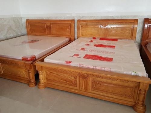 Giường ngủ  chạm hoa gỗ căm xe giá rẻ - Giường ngủ