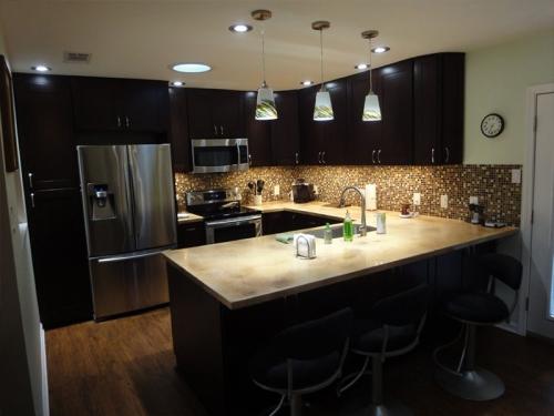 Tủ bếp gỗ tự nhiên xoan đào TB1103 giá rẻ tphcm